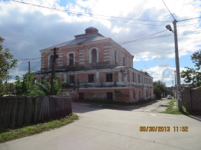 The remaining shell of the largest synagogue in Dubno.